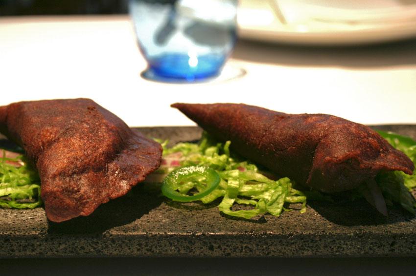 Quesadillas de huitlacoche con epazote