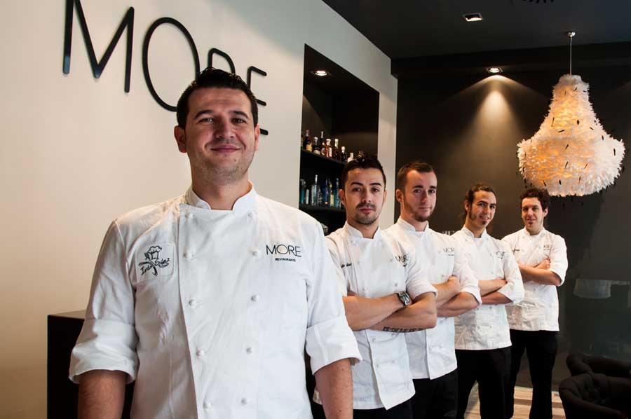Iván Sáez y su equipo en More Restaurante