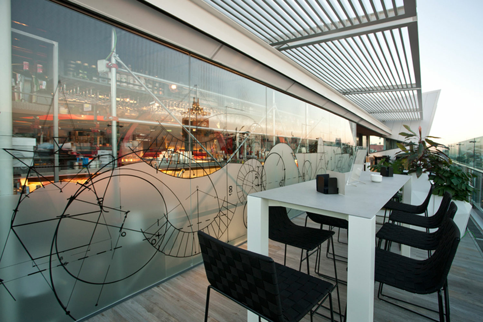 Terraza de Gourmet Experience de El Corte Inglés en la calle Serrano de Madrid
