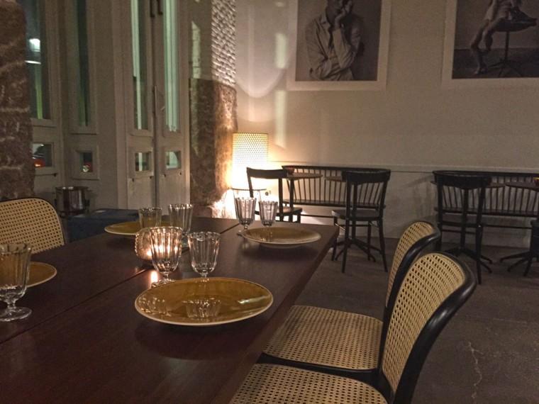 Elegante y simple el comedor de La Vaquería Montañesa en la calle Blanca de Navarra de Madrid