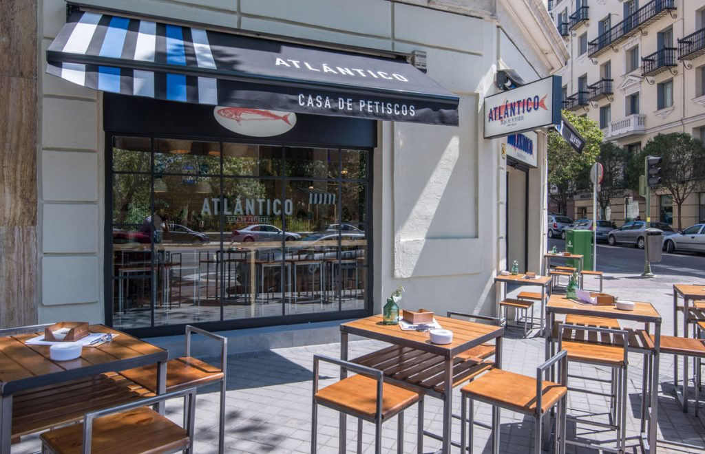 Restaurante Atlántico Casa de Petiscos en Menéndez Pelayo frente al Retiro