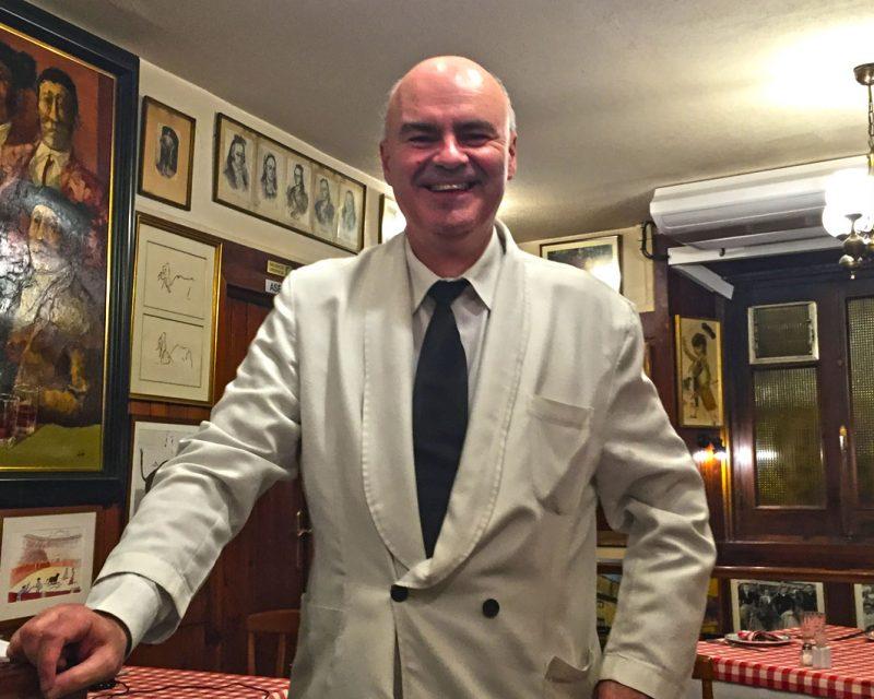 Juan, el amable camarero de Casa Salvador